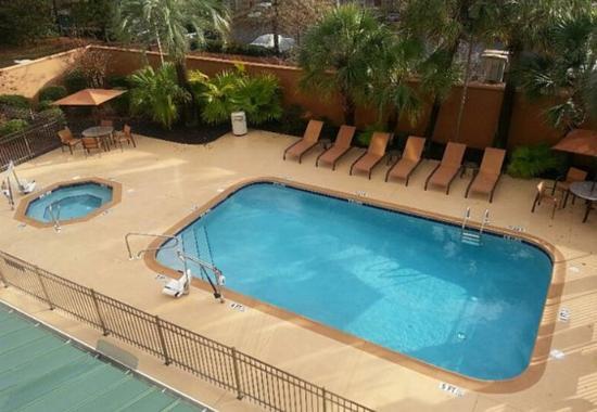 outdoor pool whirlpool picture of courtyard by marriott valdosta valdosta tripadvisor. Black Bedroom Furniture Sets. Home Design Ideas