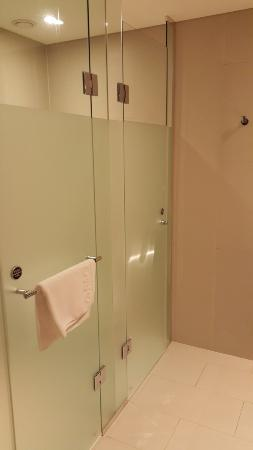 Pacific Hotel: Shower Stall