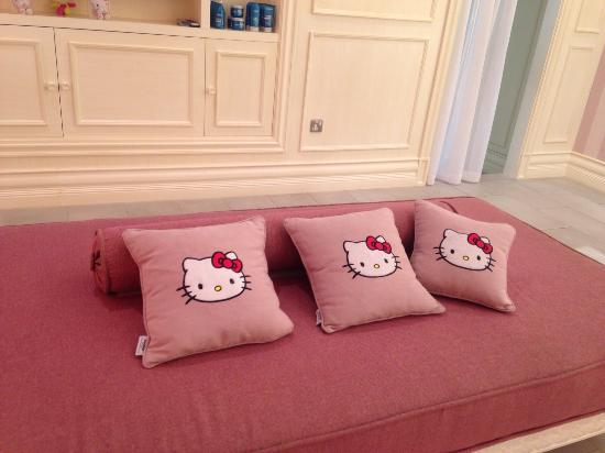 Admirable Hello Kitty Couch And Cushions Picture Of Hello Kitty Forskolin Free Trial Chair Design Images Forskolin Free Trialorg