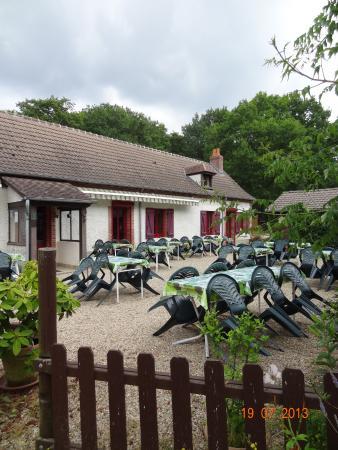 Vouzeron, Франция: terrasse d'été