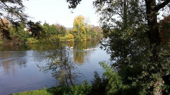 Sainte-Livrade-sur-Lot, França: Au Bord De La Source
