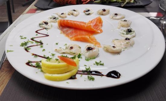 La Pigouille - Bar a Huitres : Carpaccio de noix de st. jacques et saumon fumé