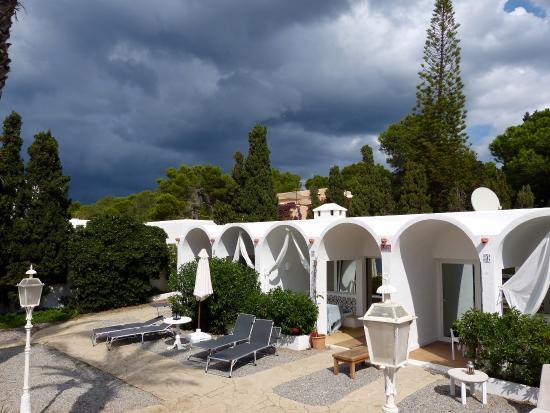 Beach Bungalows at Cala Gracioneta: Bungalows mit Garten