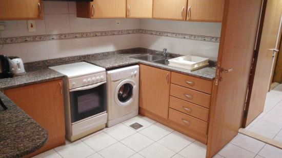 High End 2 Hotel Apartments: kitchen