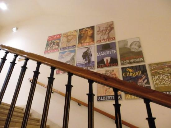 Im Treppenhaus Der Albertina Mit Schonen Alten Plakaten Foto Di