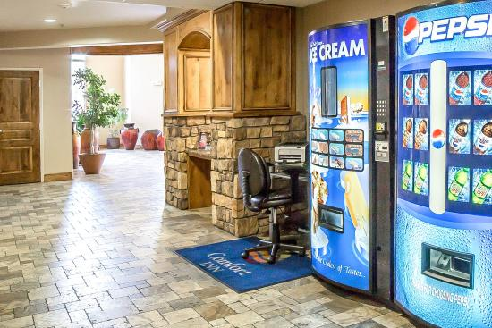 Comfort Inn at Convention Center: Vending area