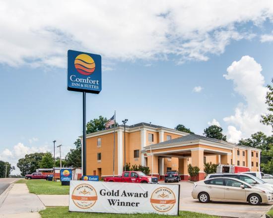 Photo of Comfort Inn & Suites El Dorado