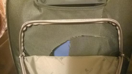 Travelodge Albuquerque Midtown : luggage 1 cutted by somebody