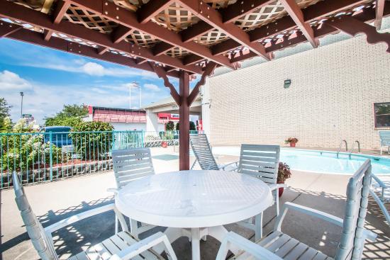 Econo Lodge I-44 : Pool