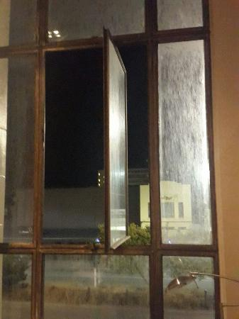 Quest Invercargill: Grimy windows