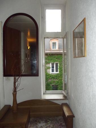 Hotel-Pension Schmellergarten: комфортные коридорчики