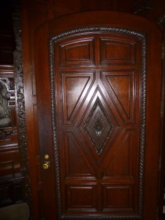 Willistead Manor : Ornate wood door