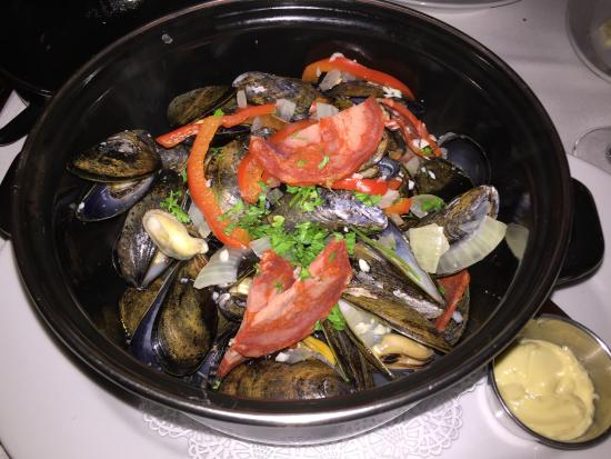 Bistro De Margot: Moules Frites-Steamed mussels, chorizo & peppers, french fries