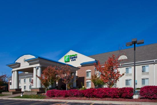 Holiday Inn Express Hotel & Suites Waterford: Hotel Exterior