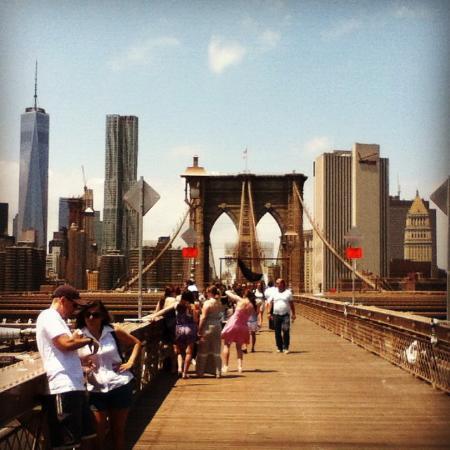 Puente de brooklyn bild fran holiday inn express new for Holiday inn express nyc madison square garden new york ny