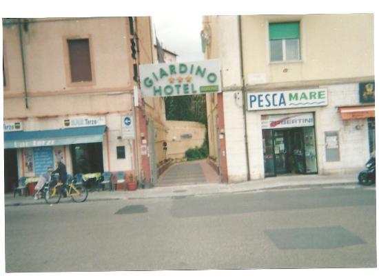 L ingresso su viale mazzini picture of parking hotel giardino