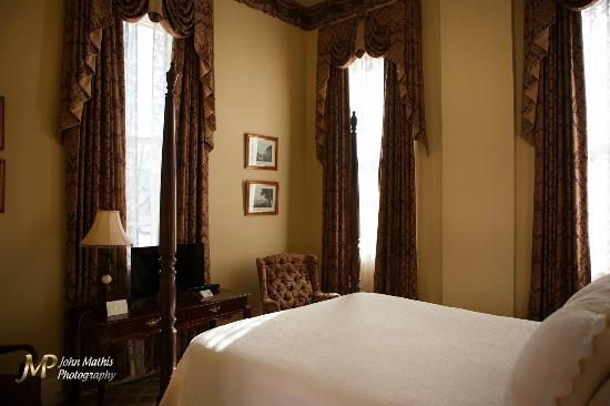 Eola Hotel Photo