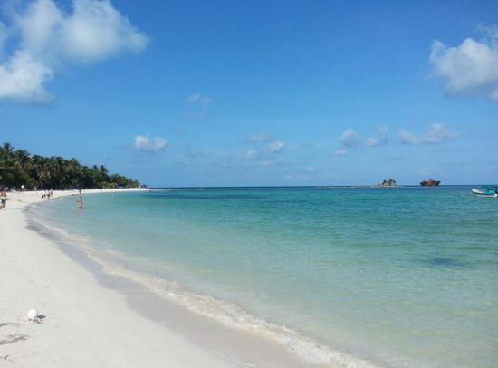 Cocoplum Beach Hotel: beach!! beautiful day!