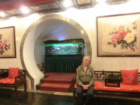 Lusongyuan Hotel : My wife, Lou Ellen, sits at an interesting niche in the lobby