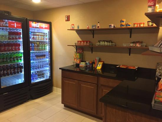 Holiday Inn Express Jacksonville South I-295: snack area in hotel