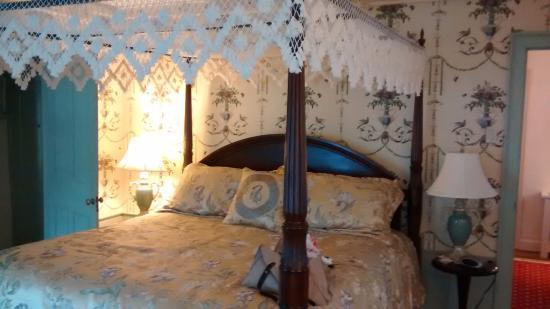Castleton, VT: room