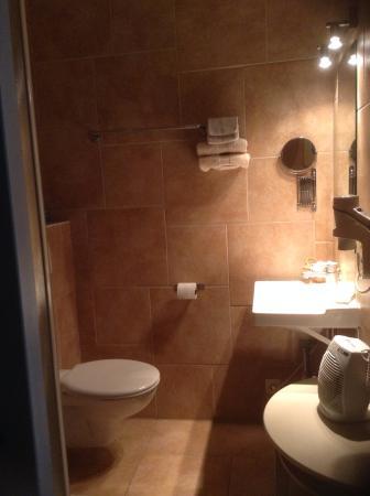 Hotel Prelude: bathroom