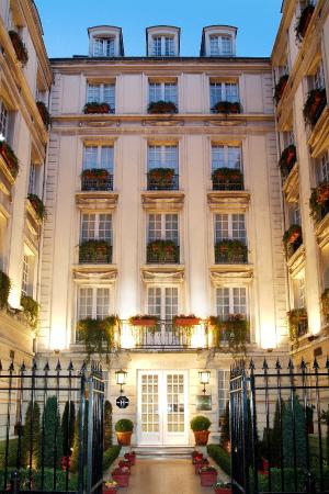 Melia Colbert - Paris: Hotel Entrance