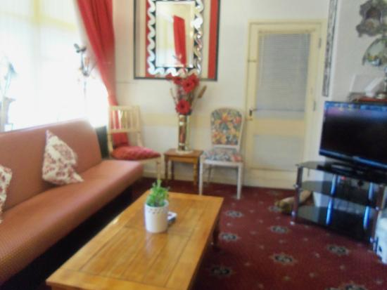 Ardsley Guest Accommodation: Public lounge