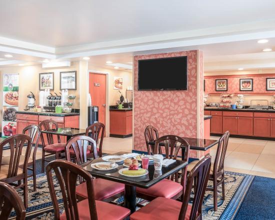 Lexington, MA: Breakfast Seating