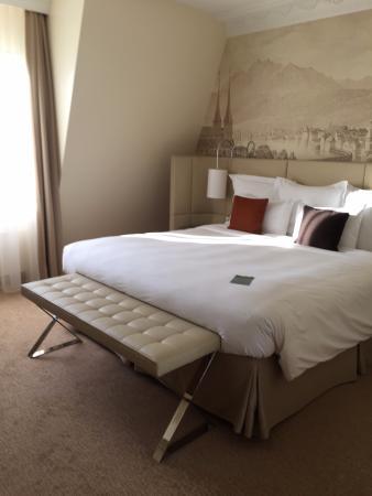 Renaissance Lucerne Hotel: room 506- great bed!