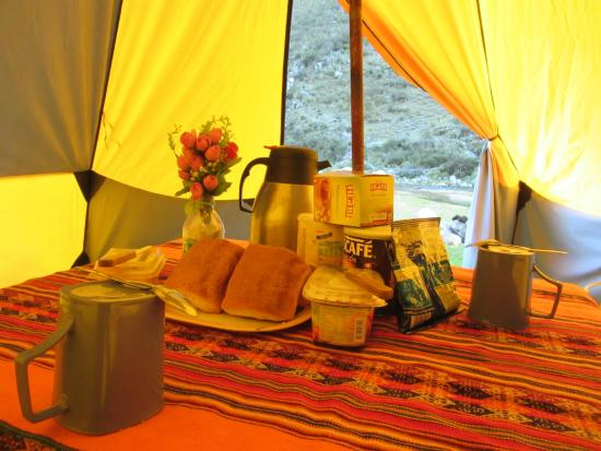 Peru Qorianka: Breakfast time, trekking tour Santa Cruz