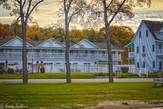 Edgewater Resort: Outside of the resort