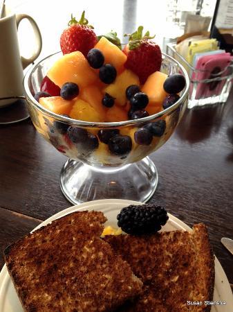 Loleta, CA: Fruit Bowl and whole-grain toast for breakfast