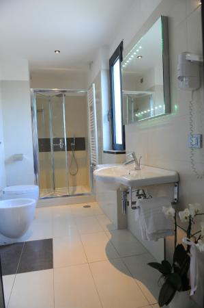 Hotel Ristorante La Campagnola: Bagno Camera Superior Deluxe