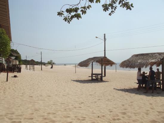 Belterra, PA: Praia com quiosque