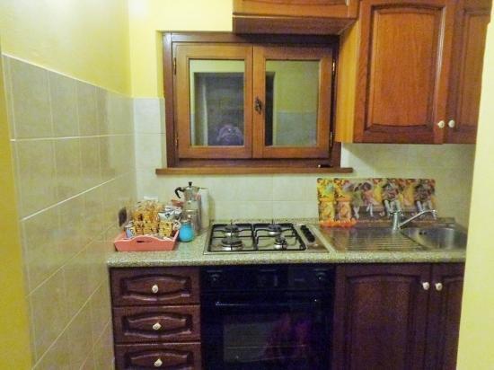 """Podere Caldaruccio """"La Pineta"""": Il cucinotto"""