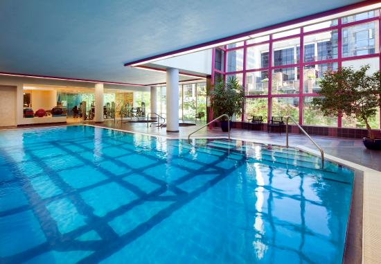 Sheraton Vancouver Wall Centre: Pool and Health Club