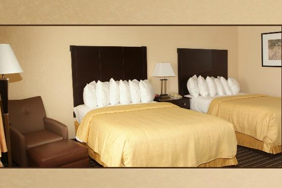Quality Inn & Suites: 2 Queen Bed Room