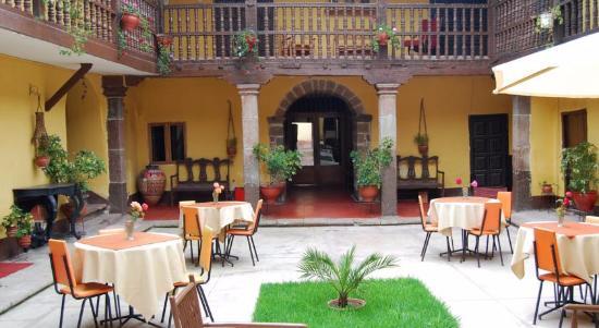 Hostal Quipu Cusco: desayunando en el patio central
