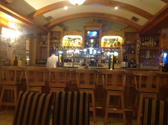 Castle Arch Hotel: Main bar area