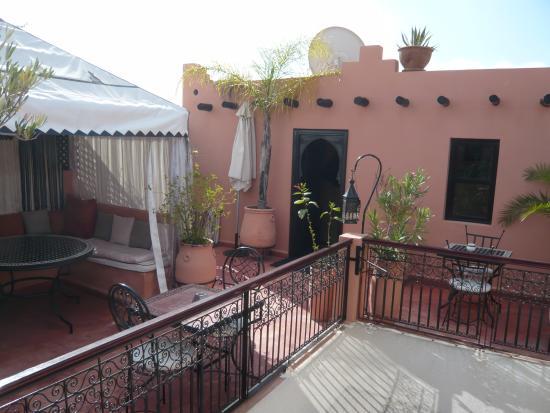 Riad Dar ATTIKA : terrasse avec suite