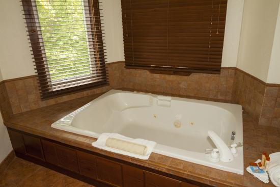 Carson Hot Springs Golf & Spa Resort: Wind River Apartment Bathroom
