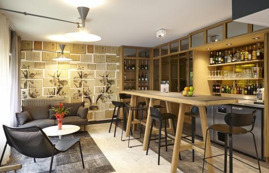 plateau courtoisie en chambre standard photo de mercure paris bastille saint antoine paris. Black Bedroom Furniture Sets. Home Design Ideas