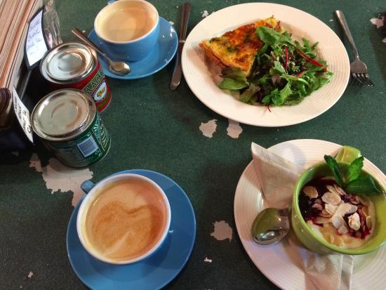 Le Petit Prince Patisserie: Lattes, quiche of the day & yogurt compote