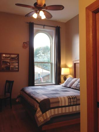 Lanesboro, MN: comfy room, high ceilings
