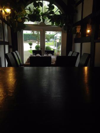 Georgios: Tisch für 10 Personen im alten Fachwerkhaus.