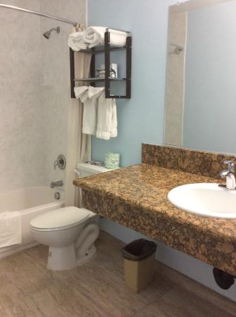 Cabrillo Inn & Suites Airport: King Suite