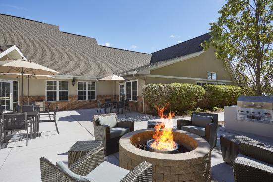Residence Inn Detroit Novi: Outdoor Patio & Fire Pit