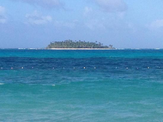 Decameron Isleno: Ilha em Frente ao Hotel