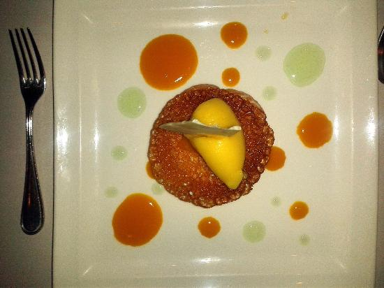 Macaroon dessert with lemon mousse and limoncello sorbet - Foto di L ...